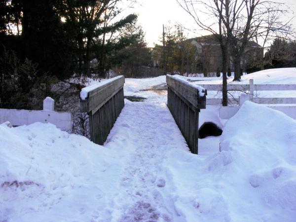 A not-very-secret footbridge!