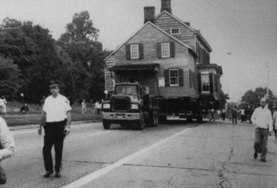 Moving the Hetfield House down Route 22, 1985