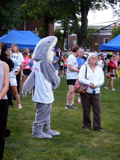 Shark Diddy runs a 5k